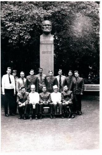 Прикрепленное изображение: 11 июля 1985 года - выпуск академ.курсов.jpg
